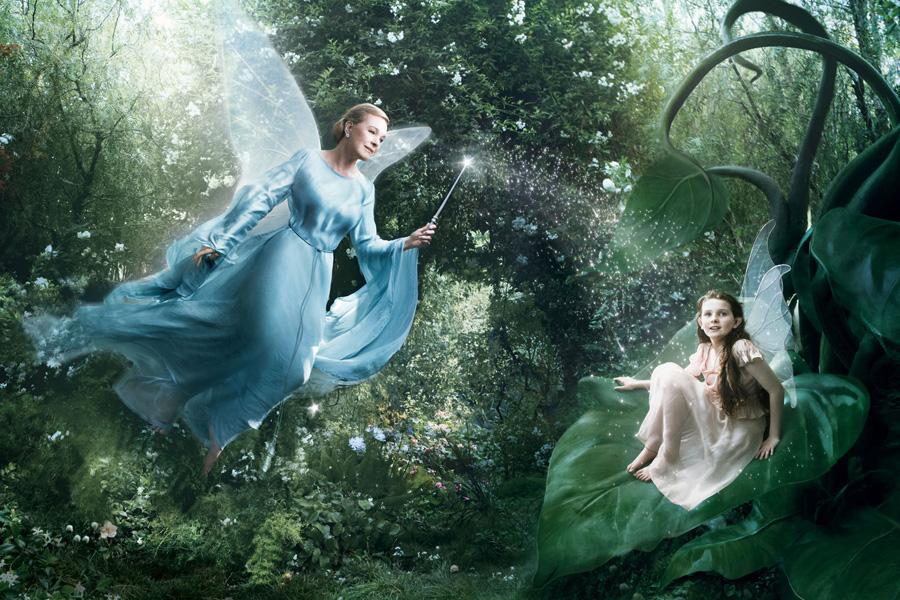 Fantasías de Disney. Abigail Breslin como Fira y Julie Andrews como la Hada Azul