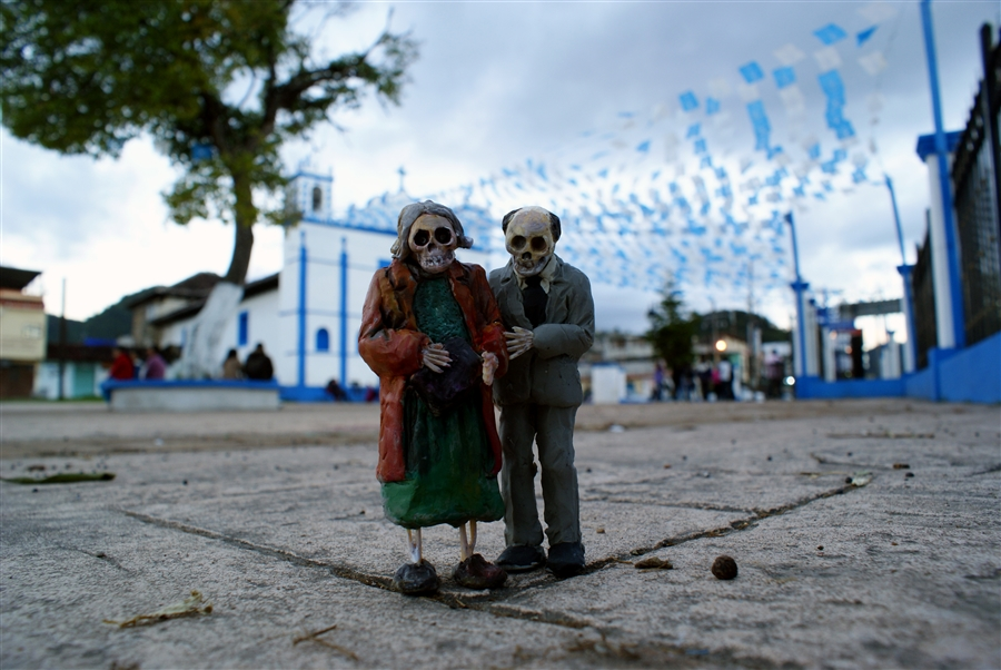 Isaac Cordal Cement Ecplipses-1