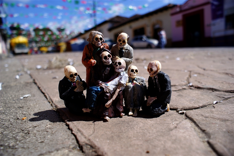 Isaac Cordal Cement Ecplipses-2