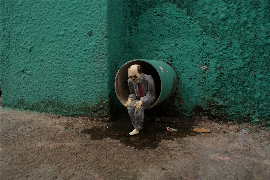 Isaac Cordal Cement Ecplipses-3