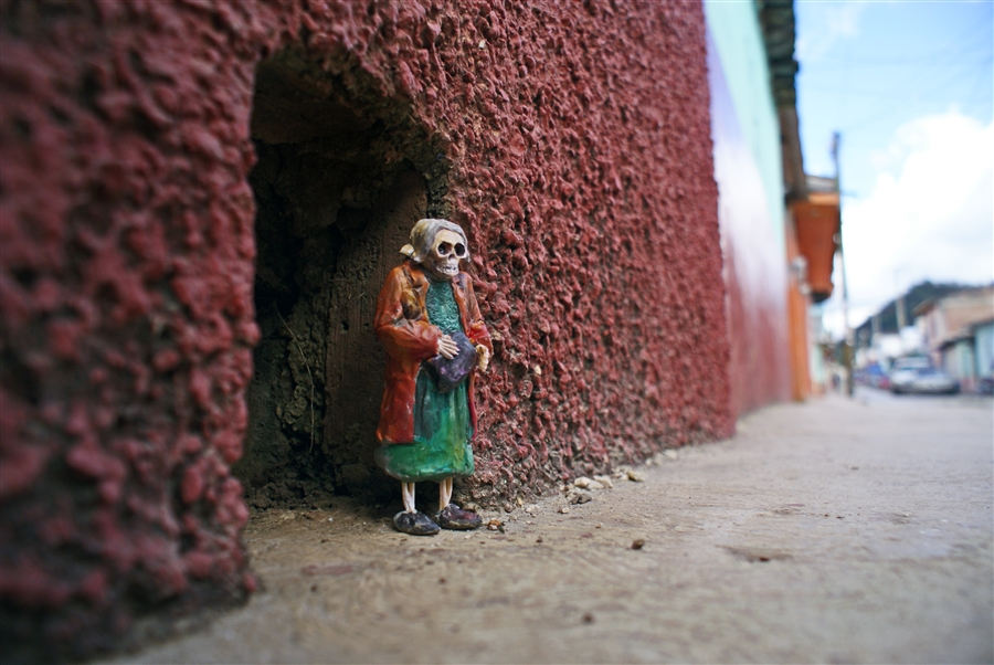 Isaac Cordal Cement Ecplipses-8