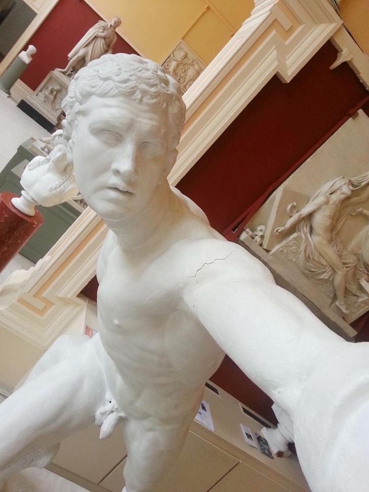 Statue Selfies-02