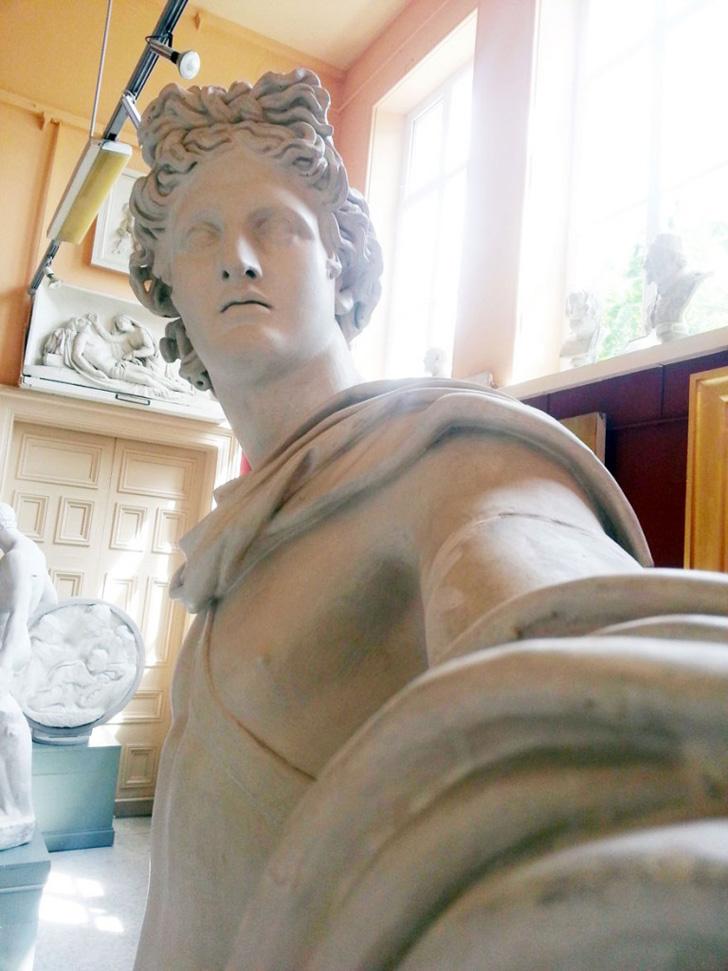 Statue Selfies-03