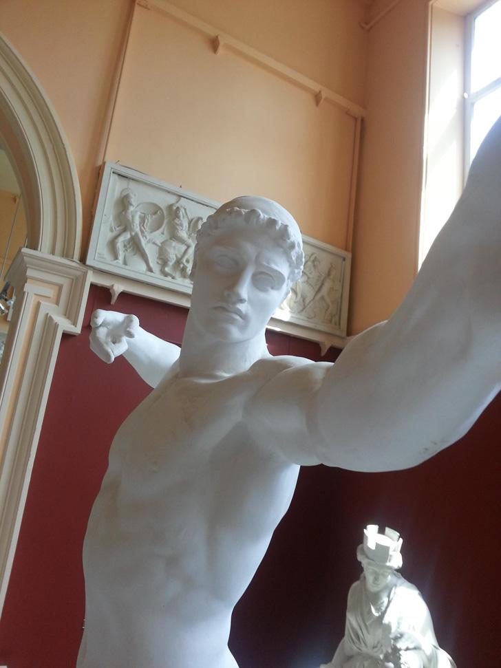 Statue Selfies-04